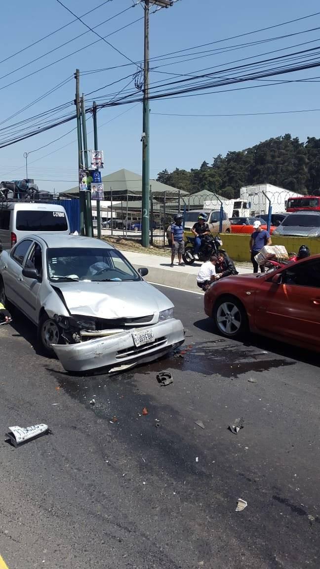Bomberos atendieron una emergencia en el kilómetro 16.5 de la ruta Interamericana. Foto: Bomberos Voluntarios