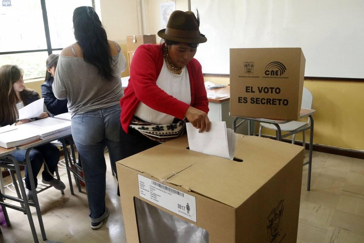 Mas de 35 mil ecuatorianos sufragan hoy en seis provincias del Ecuador