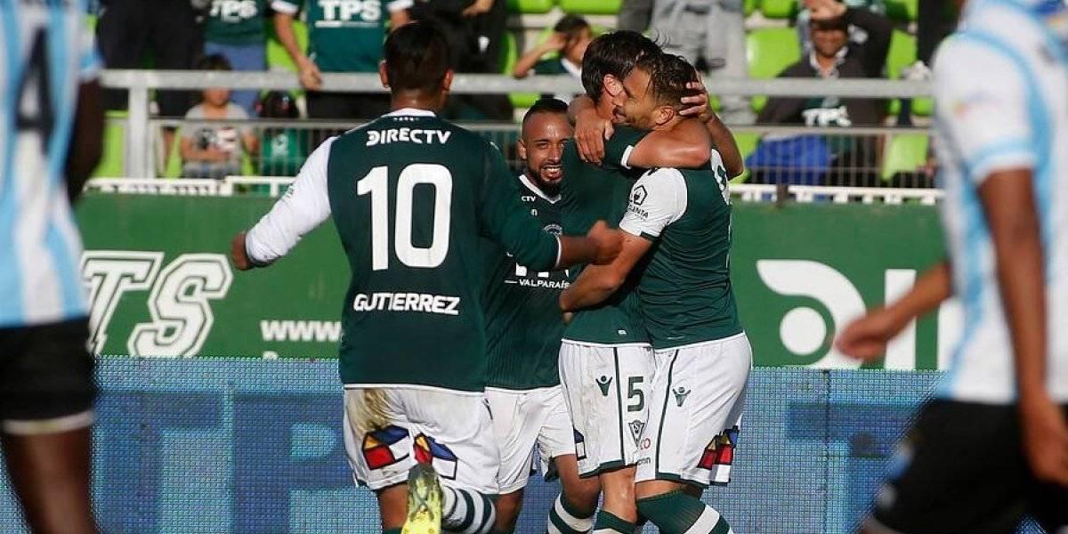 Santiago Wanderers derrotó en la agonía a Magallanes y es sólido líder de la Primera B