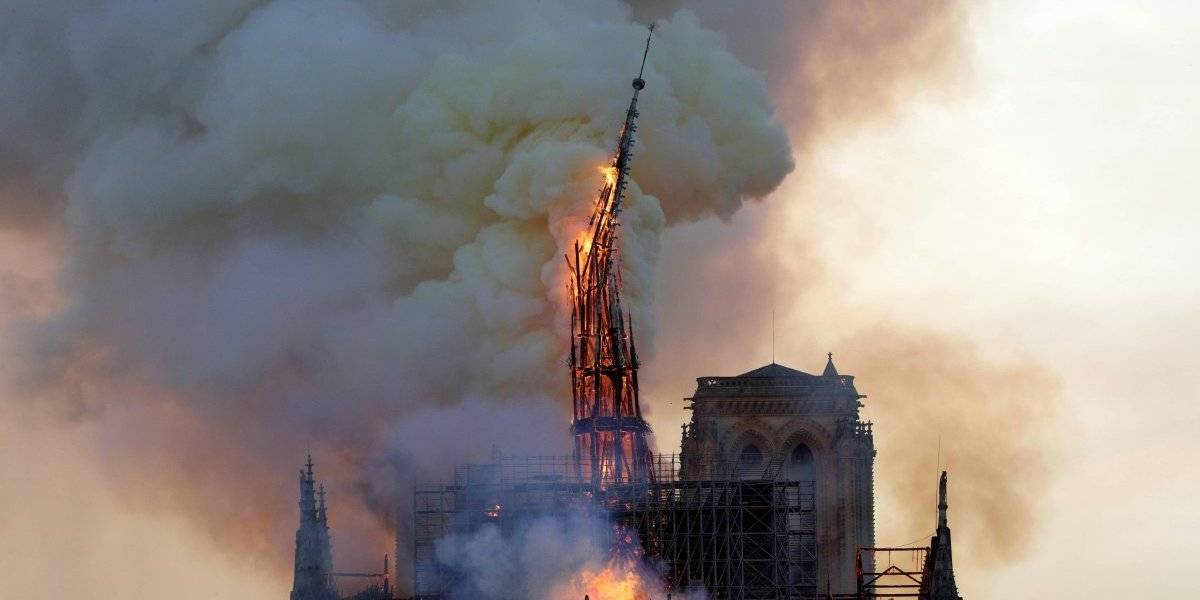 VIDEO. Atroz momento en el que se derrumba la aguja de la catedral de Notre-Dame
