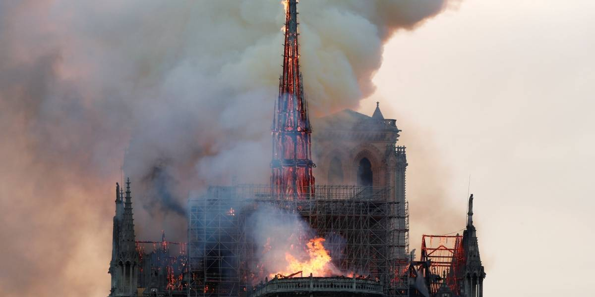 Notre-Dame: Ministério Público de Paris começa a investigar incêndio; não há vítimas, testemunhas relatam desabamentos