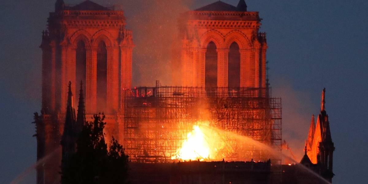Operários fumaram em andaimes durante reforma em Notre-Dame