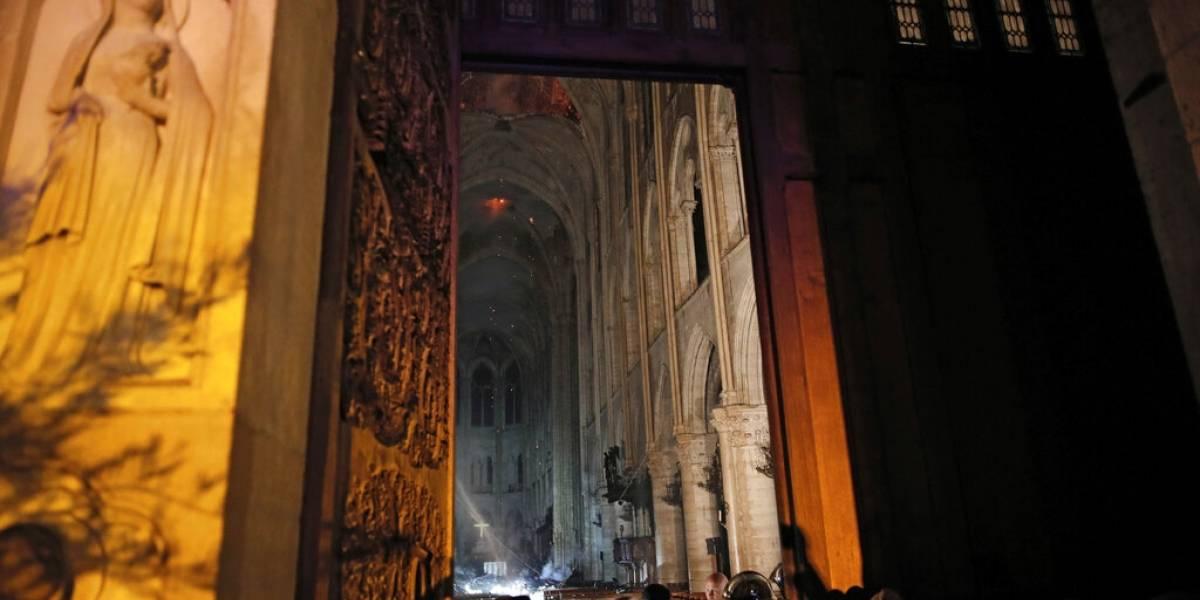 Corona de espinas y túnica de San Luis se salvaron de incendio en Notre Dame
