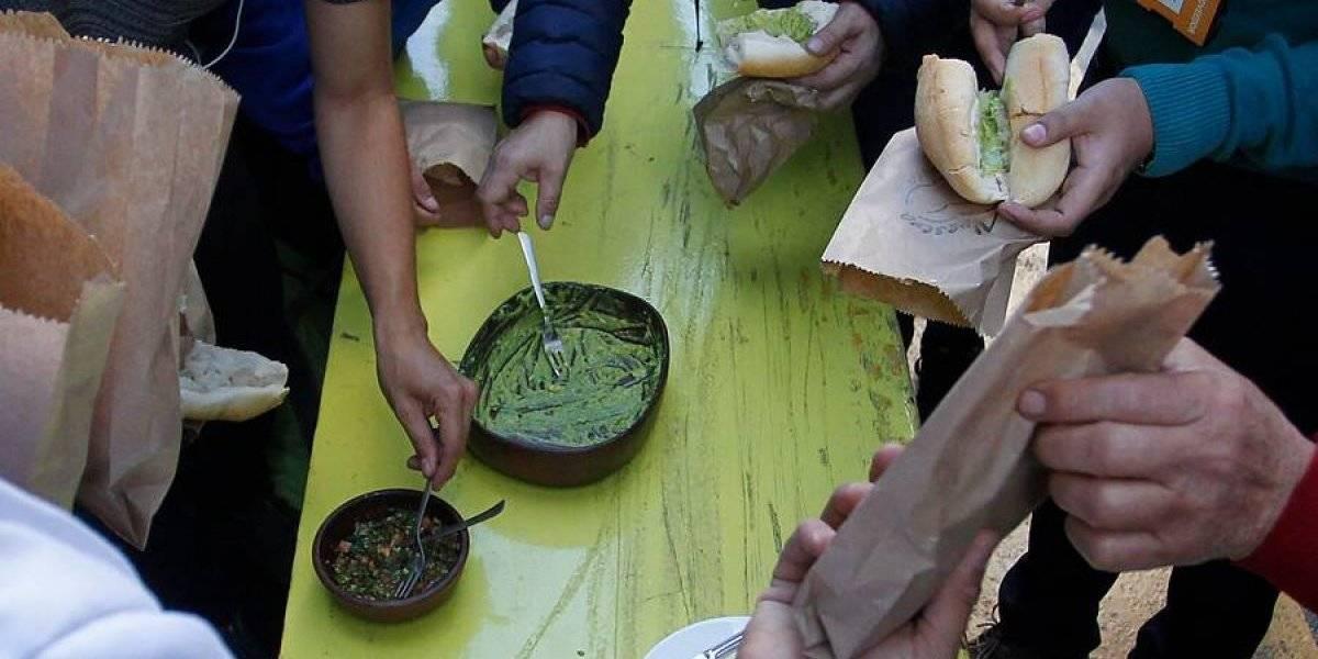 Día de la Cocina Chilena: Locura en Santiago Centro por marraquetas con palta gratis