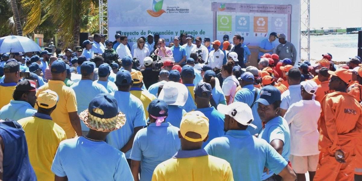 Inician jornada de limpieza sobre recolección de desechos sólidos en playa de Boca Chica