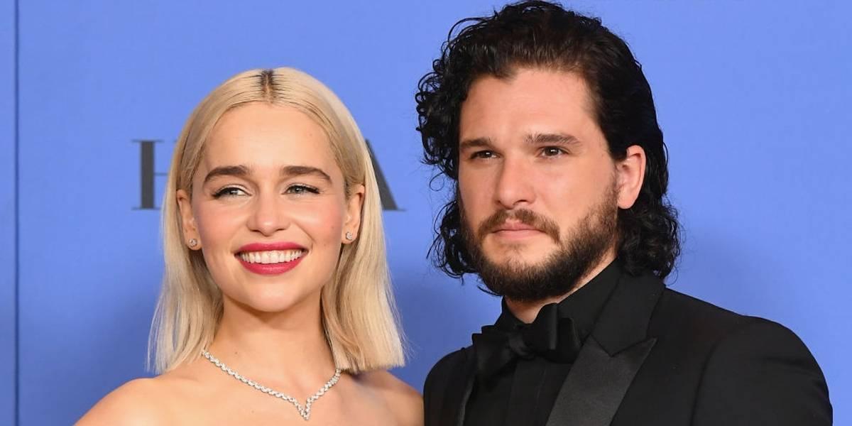 Kit Harington achou 'estranho' beijar Emilia Clarke em 'Game of Thrones'