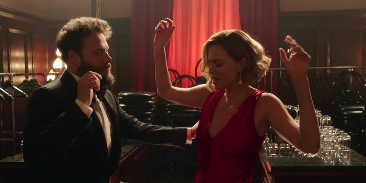 Seth Rogen e Charlize Theron formam um 'Casal Improvável' em novo filme de comédia