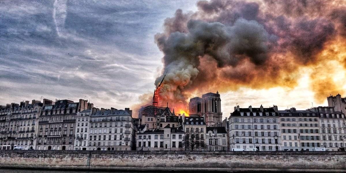 Catedral de Notre Dame de París, en llamas