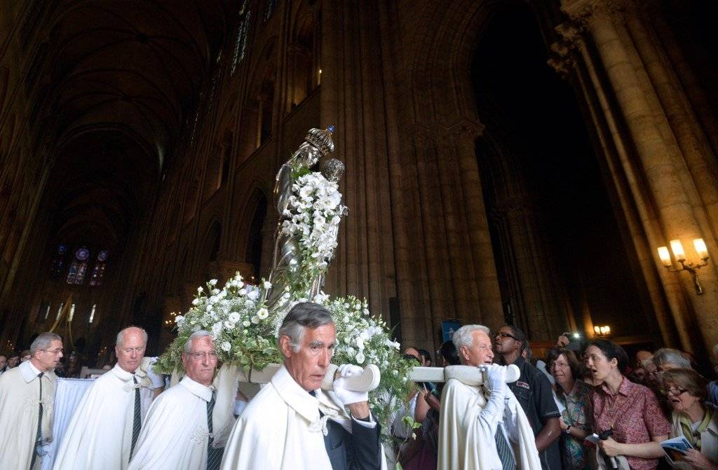 La Virgen de la catedral de Notre Dame