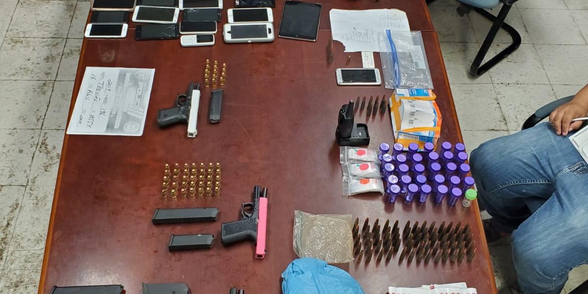 Arrestos y autos, droga, armas y dinero ocupado en Bayamón y San Juan