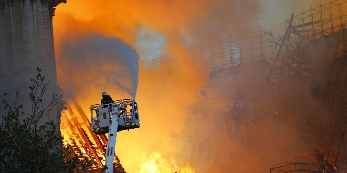 Expertos explican lo complicado que fue apagar el incendio en Notre Dame