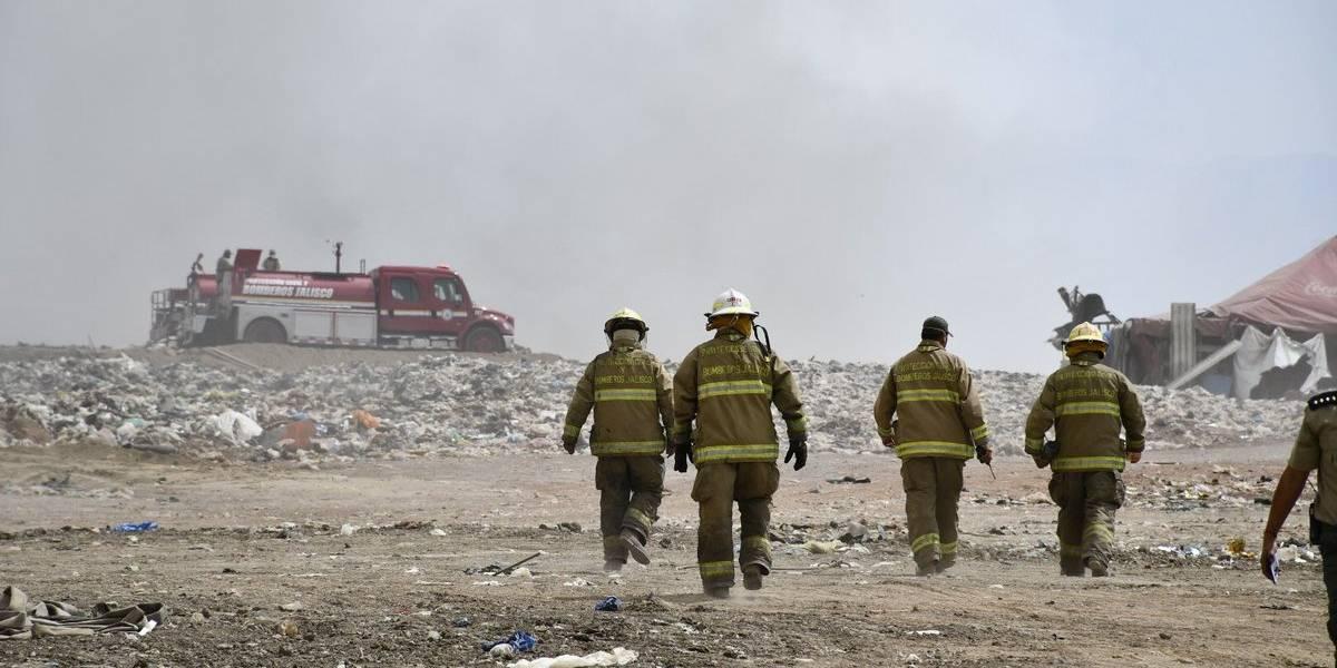 Aún no logran sofocar incendio en basurero de Tonalá