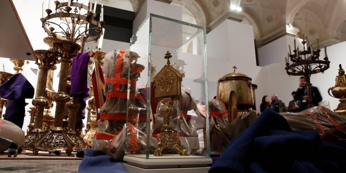 Obras de arte de Notre-Dame serão transferidas para Museu do Louvre
