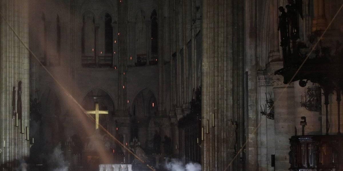 Após quase 15 horas de incêndio, chamas na Catedral de Notre-Dame são controladas