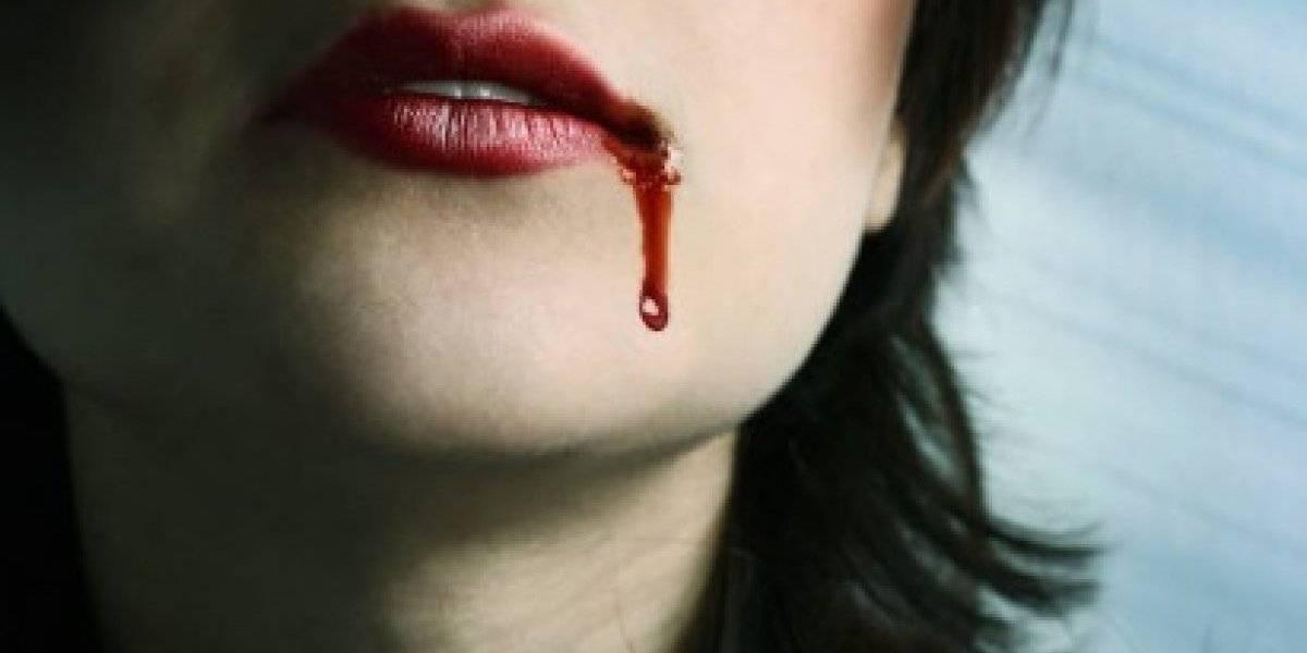 Acusan actor de obligar a mujer a probar su sangre