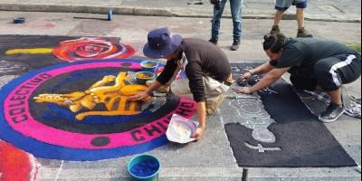 Colectivo Chucho Callejero elabora alfombra para Jesús de la Merced
