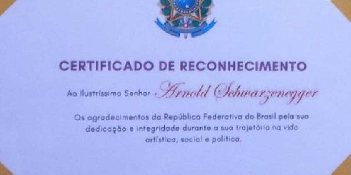 Governo Bolsonaro entrega certificado de reconhecimento a Arnold Schwarzenegger em evento de fisiculturismo