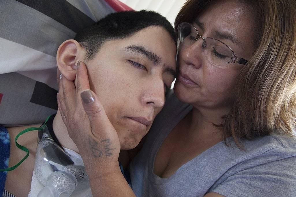 Edison Cosíos y su madre