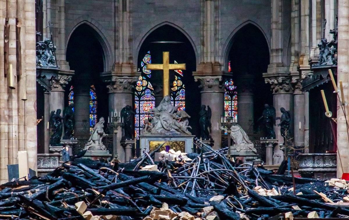 Así quedó la catedral tras el incendio en Notre Dame EFE