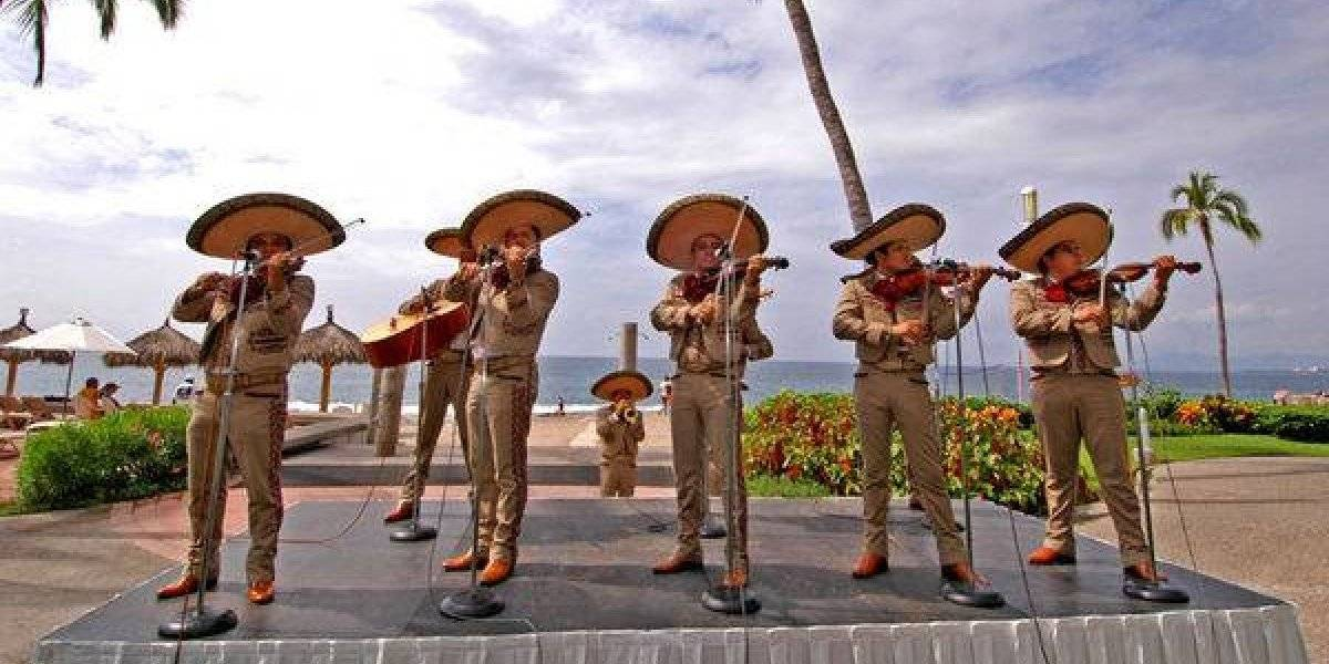 Los mariachis invaden Puerto Vallarta