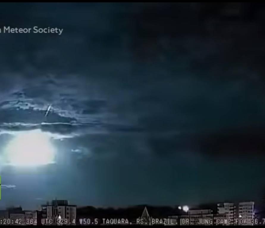 Meteorito cae de forma espectacular en Brasil y es captado en video
