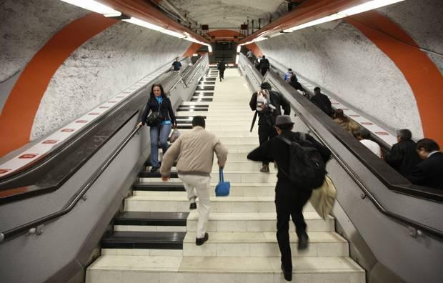 CDMX Metro escaleras