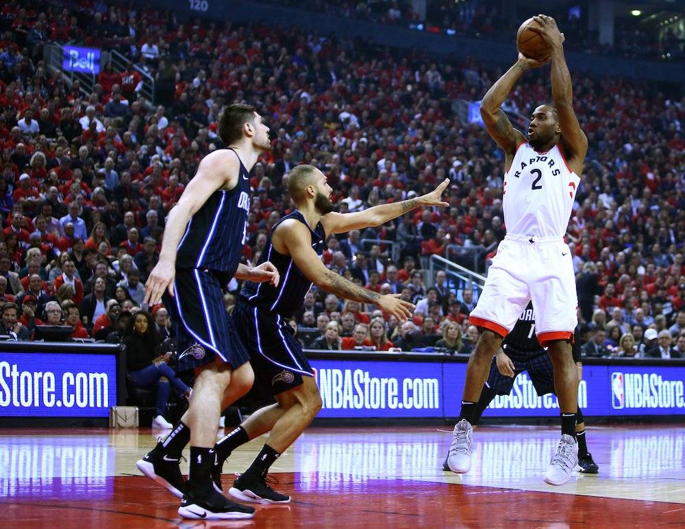 Con 37 de Leonard, Raptors arrollan a Magic