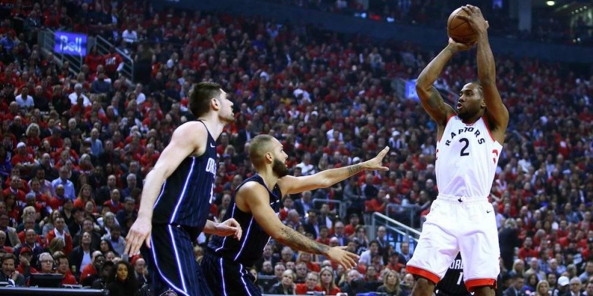 Con 37 de Leonard, Raptors arrollan a Magic