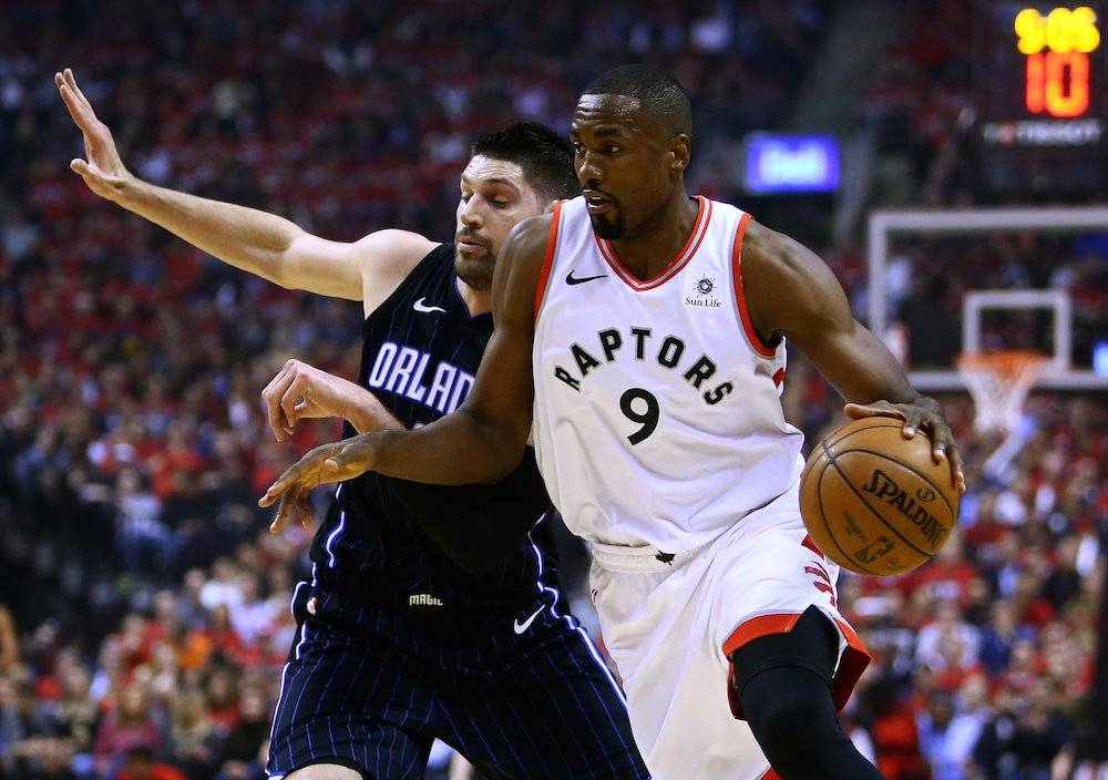 Con 37 puntos de Kawhi Leonard, Raptors arrollan a Magic 111-82