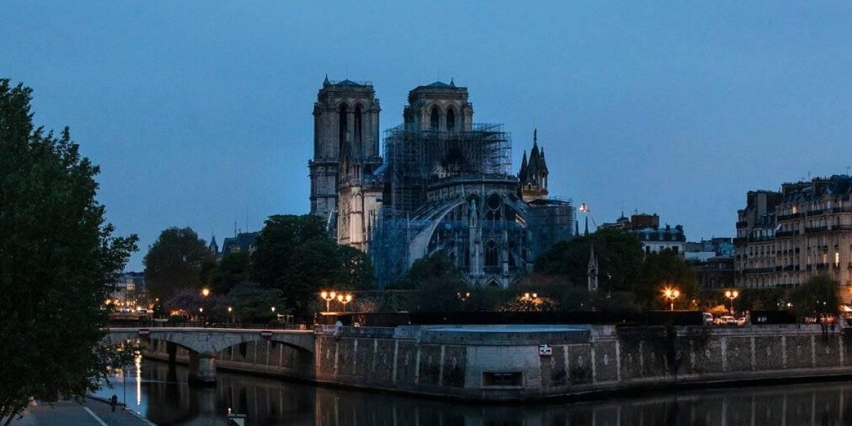 Apagado en su totalidad fuego en la catedral Notre Dame