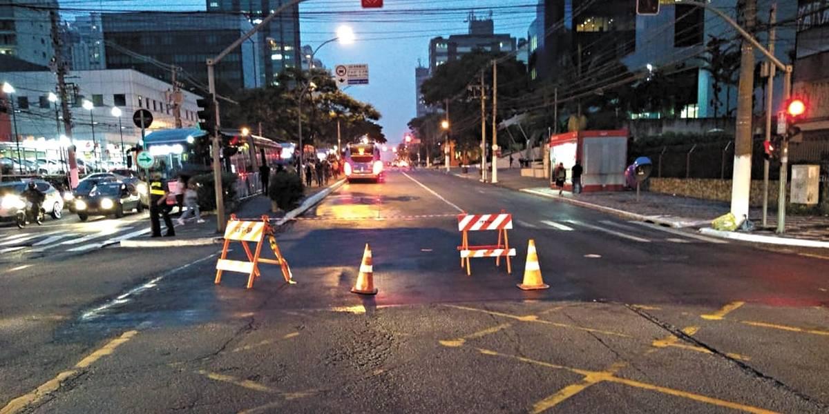 Acidente grave na avenida Vereador José Diniz deixa seis feridos e causa congestionamento