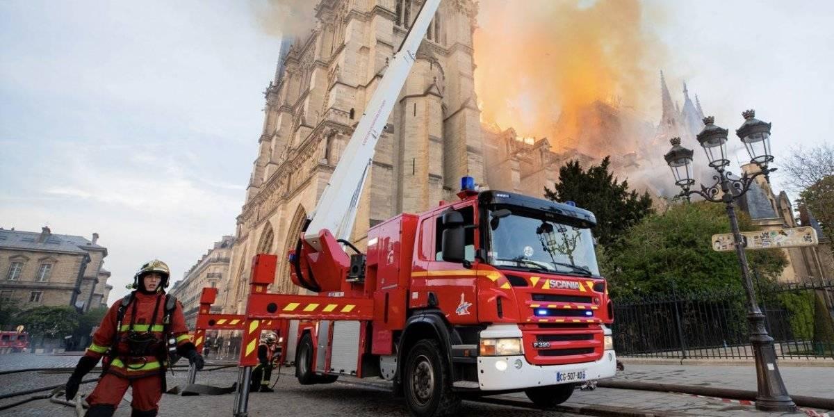 FOTOS: El trabajo de los bomberos para apagar el fuego en Notre Dame