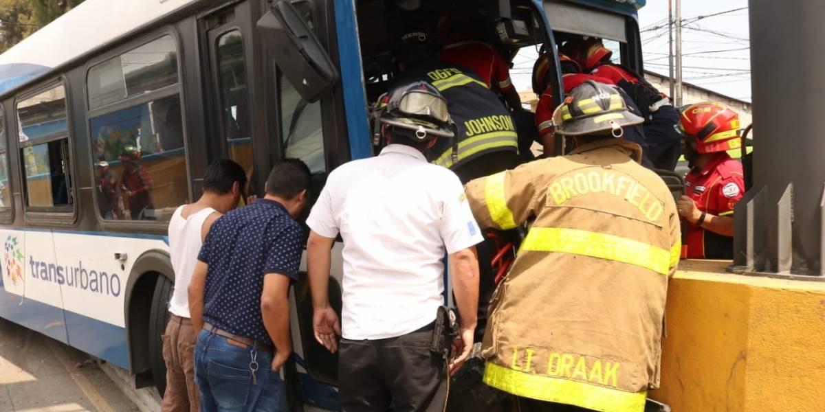 Al menos 12 heridos tras choque de autobús en zona 6
