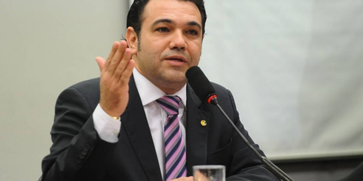 Deputado e pastor Marco Feliciano abre pedido de impeachment de Mourão por curtir tuíte contra Bolsonaro
