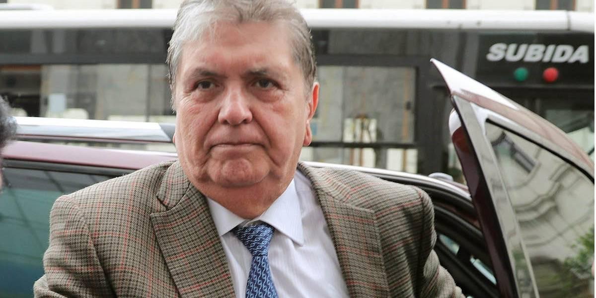 """Ministra de Salud de Perú dice que Alan García está en una """"situación muy grave"""""""