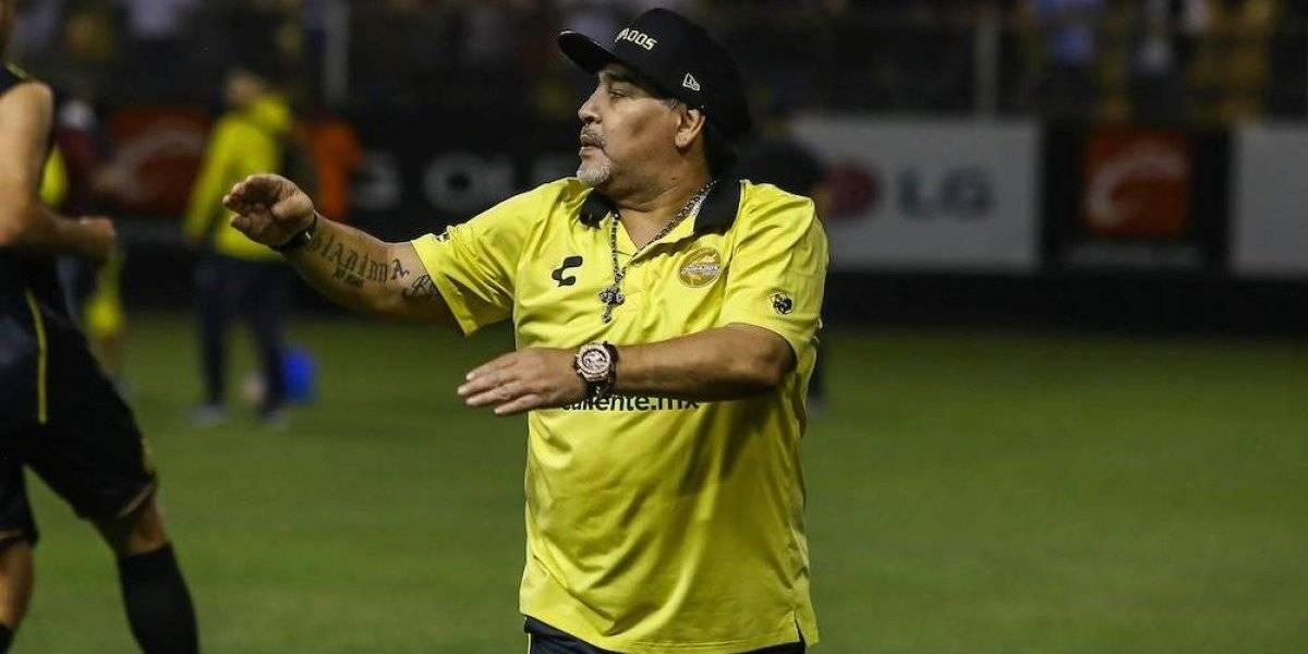 Maradona demuestra que todavía tiene magia en los pies y anota gol olímpico