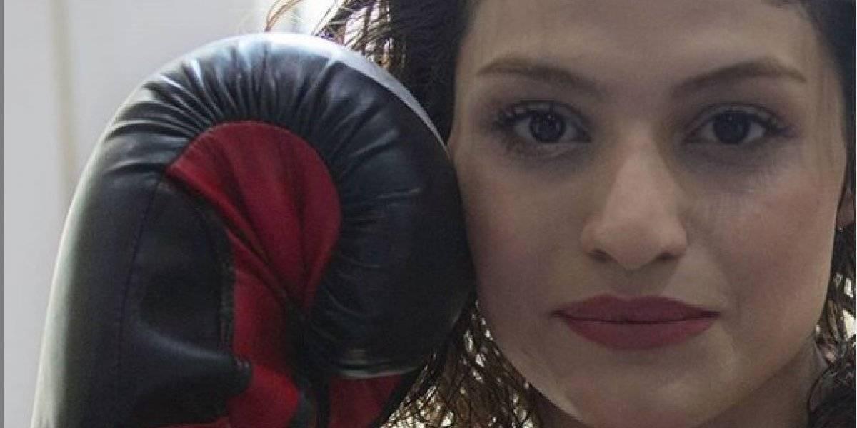 Giran orden de aprehensión a boxeadora iraní por no usar su hijab