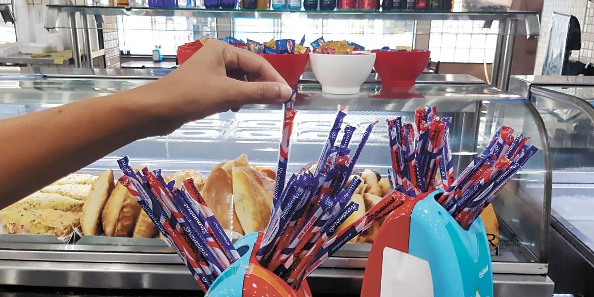 Covas sanciona proibição de canudo de plástico em São Paulo
