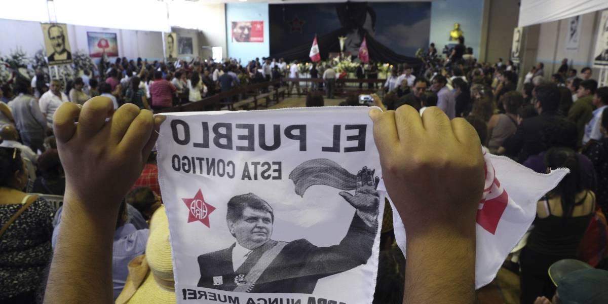 Velan restos de expresidente Alan García en Perú