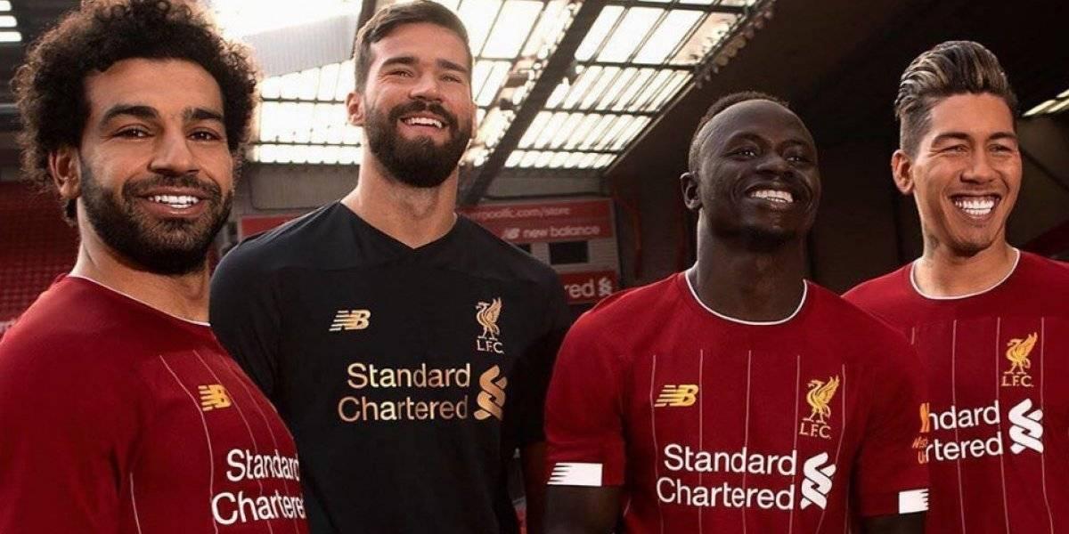 FOTOS: Liverpool presenta elegante uniforme para la próxima temporada
