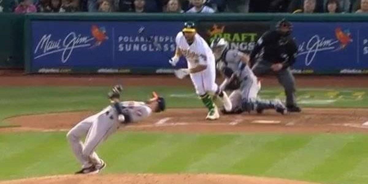 VIDEO: Beisbolista esquiva pelotazo al estilo 'Matrix'