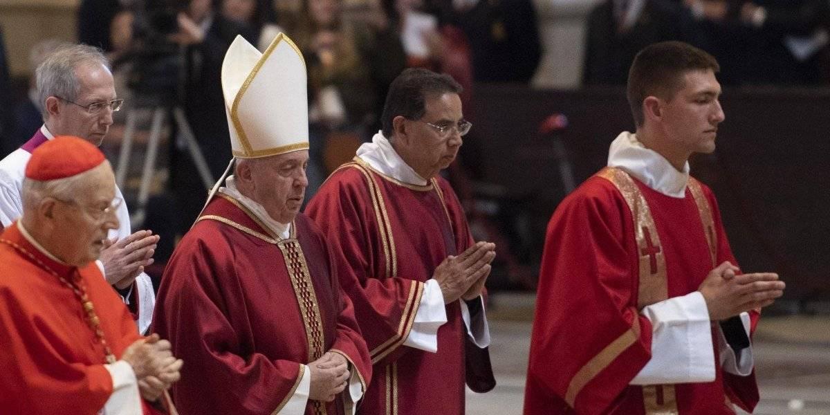 Quien rechaza a los homosexuales no tiene corazón: Papa Francisco