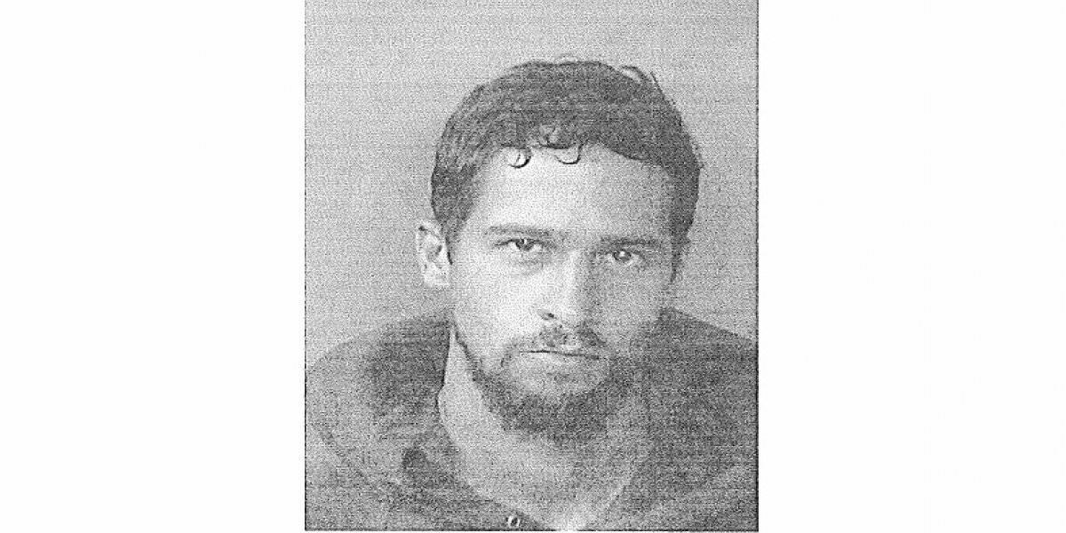 Uniformada arresta a delincuente que robó a su padre de crianza