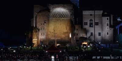 Vía crucis en el Coliseo Romano