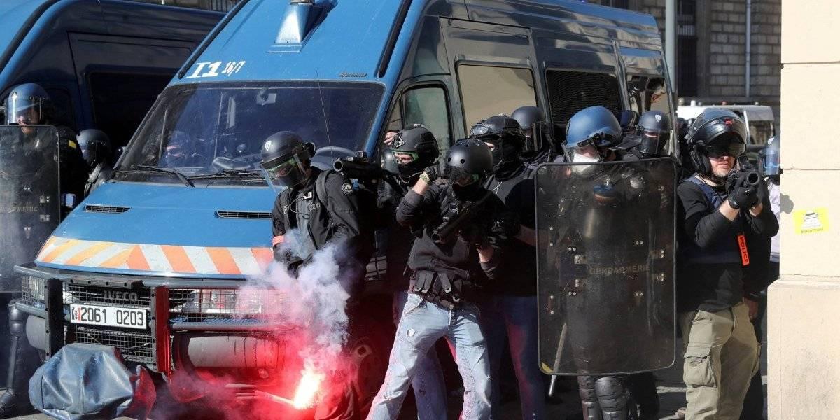 Novos protestos dos coletes amarelos geram confrontos com policiais em Paris