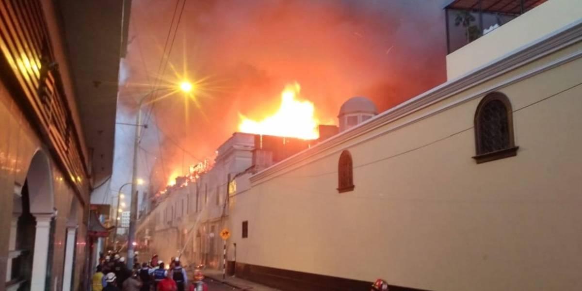 Gran incendio en el centro histórico de Lima, Perú