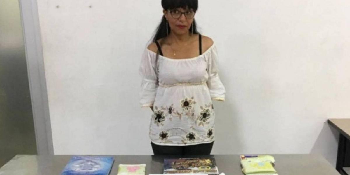 Capturan a una mujer que llevaba cocaína camuflada en 3 libros