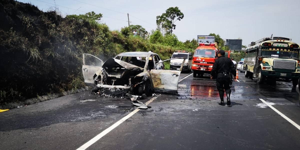 Vehículo se incendia en la autopista Palín-Escuintla
