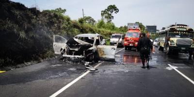 Vehículo en llamas en Palín-Escuintla