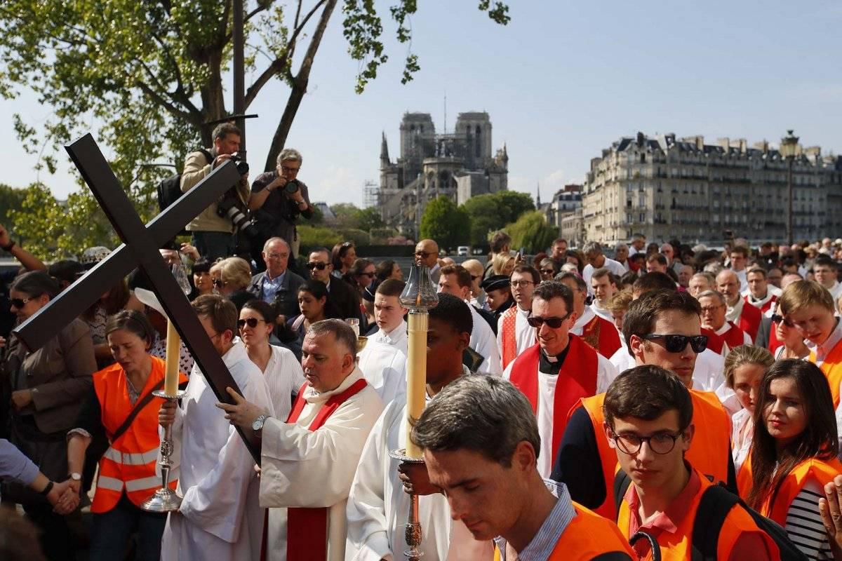 Vía Crucis en Parós